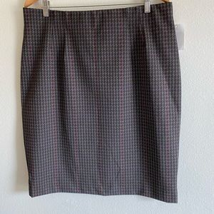 Amanda & Chelsea Houndstooth Knit Pencil S…